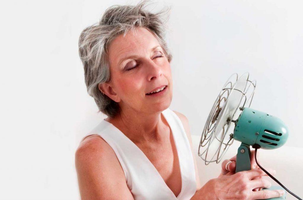 یائسگی یعنی زمانی که قاعدگیهای یک خانم برای همیشه متوقف میگردد و یک روند طبیعی بالا رفتن سن می باشد.وقتی که سن خانمها بالاتر می رود تخمدانهای آنها به تدریج از فعالیتشان کم میشود و مقادیر کمتری از هورمون جنسی استروژن ترشح میکنند.